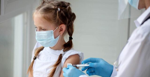 """Svenska läkare: """"Barnvaccinering går emot vetenskap och beprövad erfarenhet"""""""