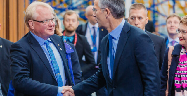 Regeringen vill låta utländska intressen spionera på svenska medborgare