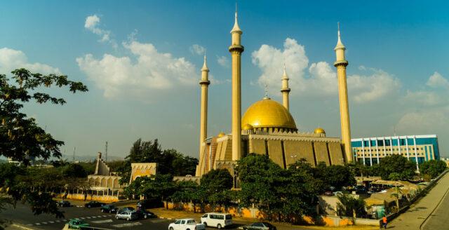 Guvernör vill porta ovaccinerade från kyrkor och moskéer