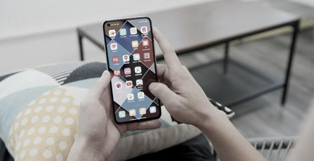 """Rapport från Litauen: """"Kasta era kinesiska telefoner"""""""