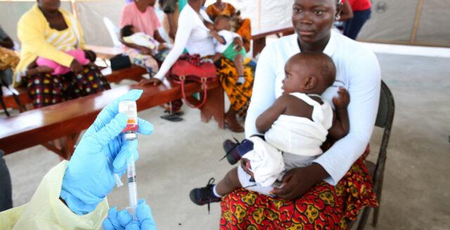 Läkemedelsjätte lanserar malariavaccin – ska injiceras på spädbarn